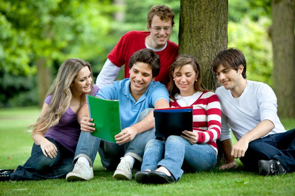 Nhiều sinh viên thắc mắc nên đi du học nước nào rẻ.